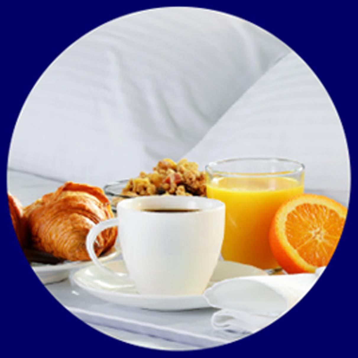 """השהייה במלון על בסיס פנסיון מלא. מגוון גדול של מנות עשירות. האוכל כשר ומותאם למטופלים ע""""י תזונאית"""